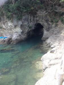 浮島海岸の洞窟