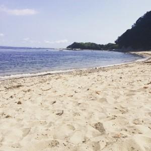 燈明堂海岸の細かい砂の砂浜